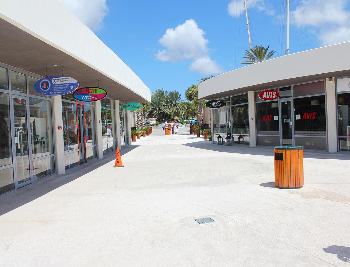 boulevard mambo beach curacao.