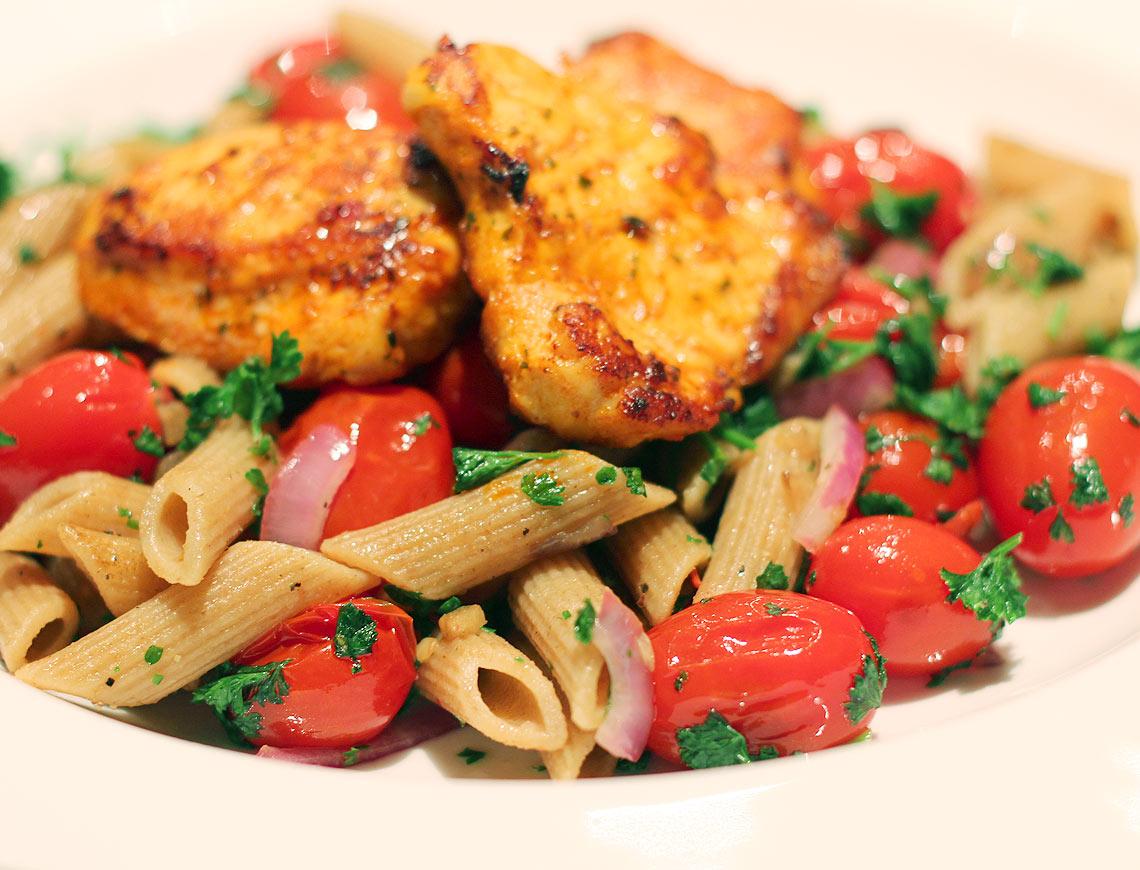 Recept pasta met tomaten gezonde maaltijd eiland meisje - Eiland maaltijd ...