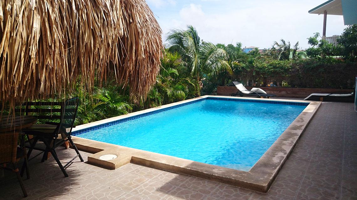 zwembad-apartement-curacao