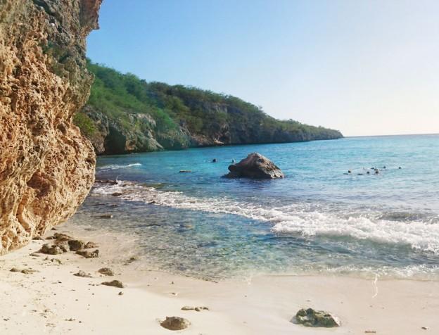 cas abou beach curacao