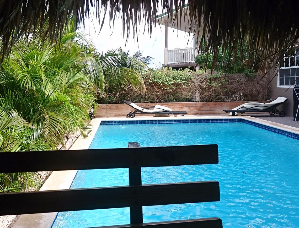 zwembad appartement curacao