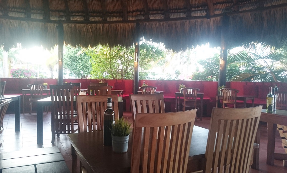 review restaurant de buurvrouw curacao