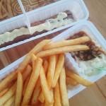 frikandel-eten-in-curacao