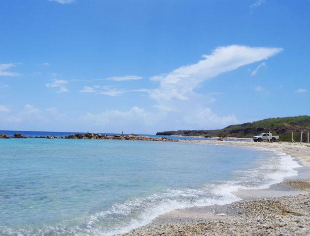 verlaten strand bij de santa martha baai.