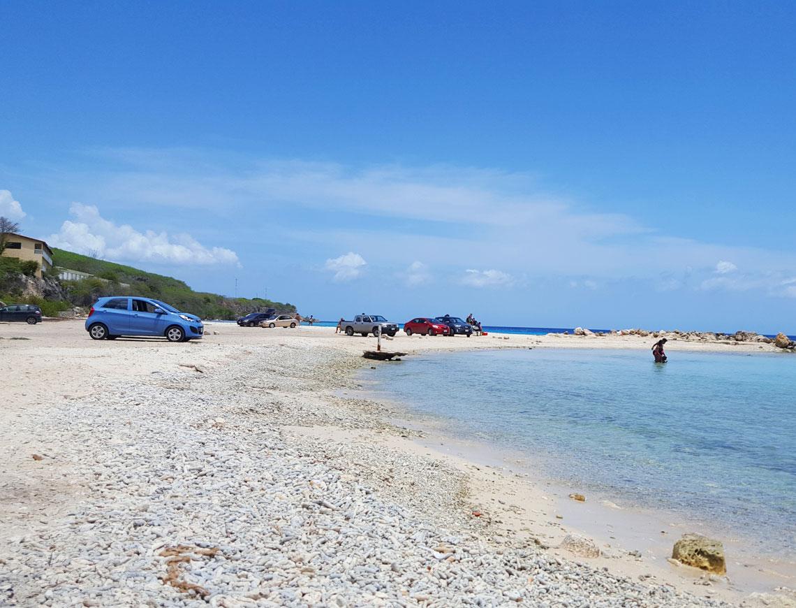 strand bij het verlaten hotel | Curacao