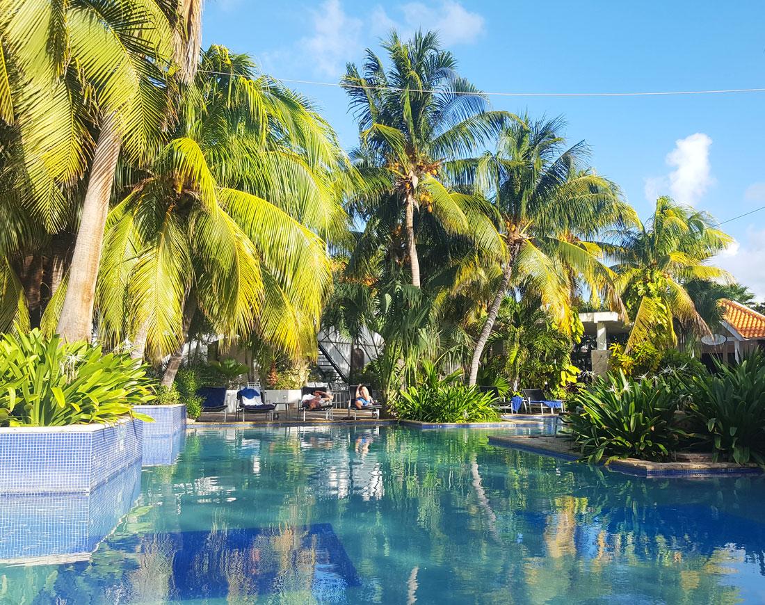 flores suites hotel Curacao