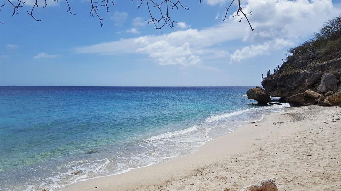 Verlaten strand Curacao   San Juan Curacao